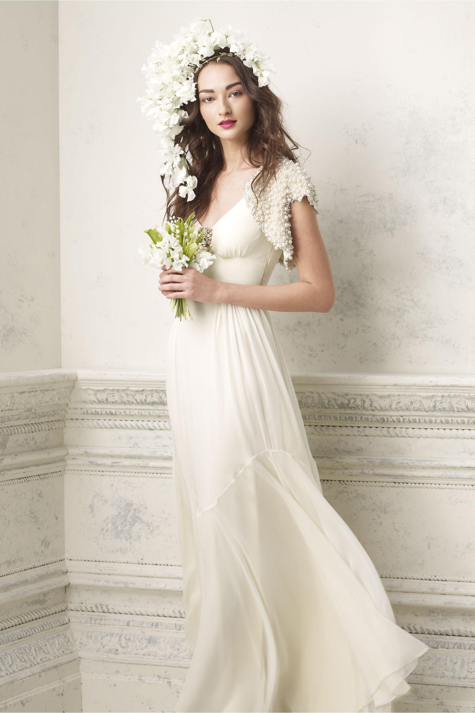 Classqiue Elegant Wedding Gowns