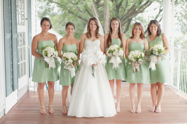 The dos and don ts when buying bridesmaids dresses navy for Mint bridesmaid dresses wedding